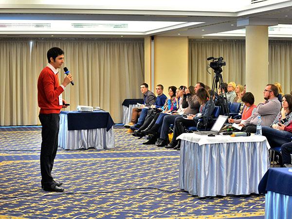 Основатель B2Blogger.com Александр Сторожук рассказывает про пресс-релизы на конференции по контент-маркетингу