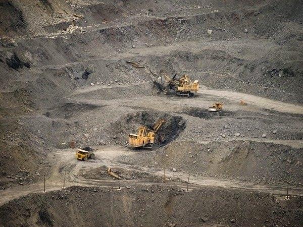 ...т... Проектная мощность созданного горно-обогатительного предприятия - 4 млн т железной руды в год с перспективой...