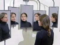 Ученые: зеркала отнимают молодость и силы