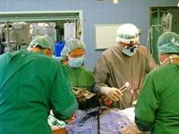 Китайский хирург завершил операцию, несмотря на разрыв аорты у себя