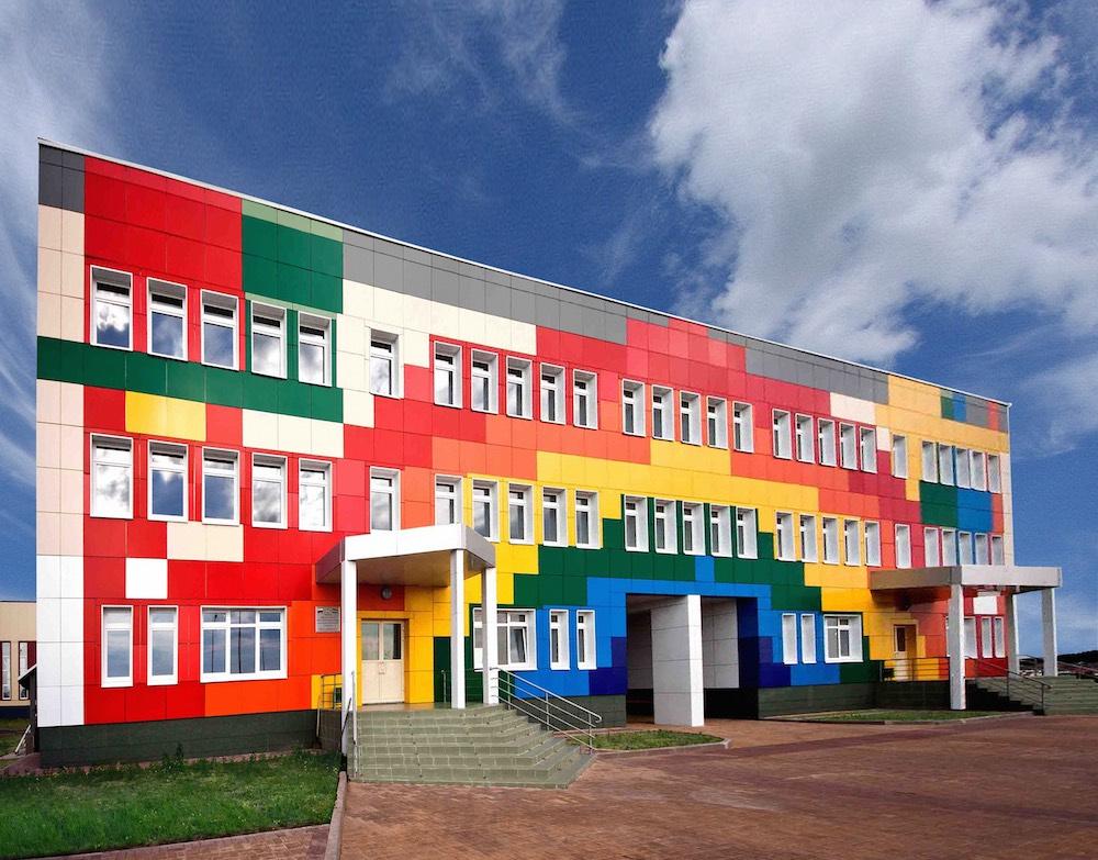 фасад школы из алюминиевых копозитных панелей Алюминстрой
