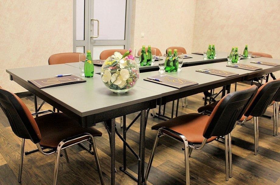 Отличный выбор для проведения делового собрания — конференц-залы ТГК «Измайлово» («Гамма», «Дельта»). Выгодно и удобно.